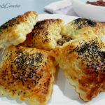 Empanadillas Hojaldradas de Brocoli, Patata, Tomate Cherry Seco y Mozzarella.